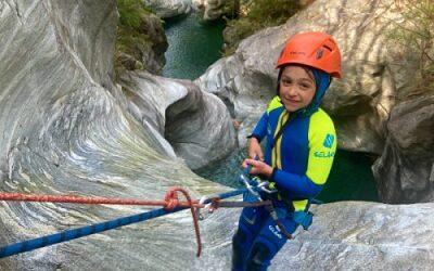 attività all'aperto avventure in famiglia canyoning